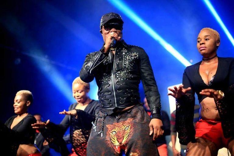 ENQUÊTE / Le calvaire des danseuses de Koffi Olomidé, la star de la rumba congolaise