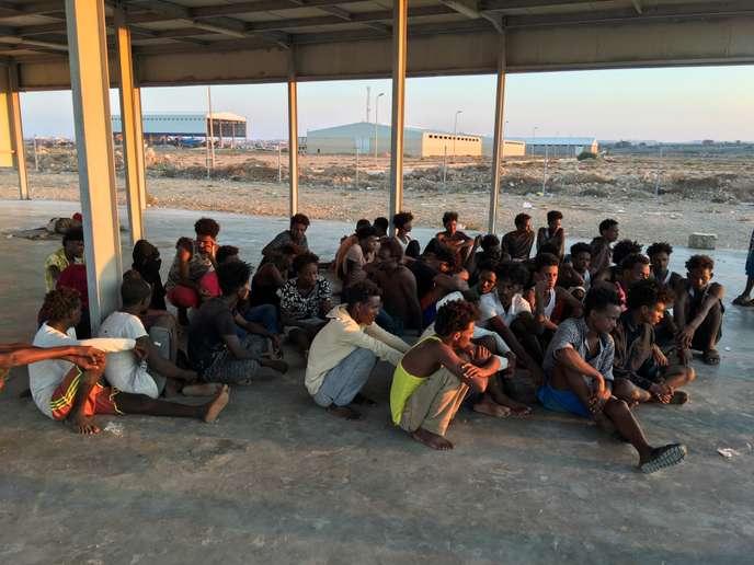 En Libye, les corps de 62 migrants repêchés après le « pire » naufrage de l'année