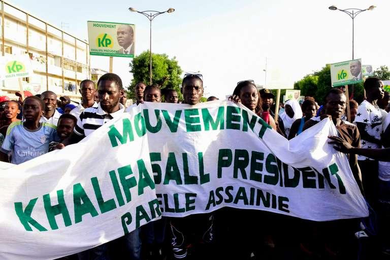 Au Sénégal, les proches du maire de Dakar ont réuni la caution pour le faire libérer de prison